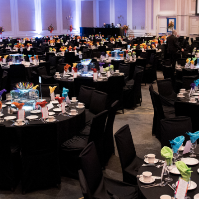 Beautiful and colorful table settings at JFS LiVE 2019