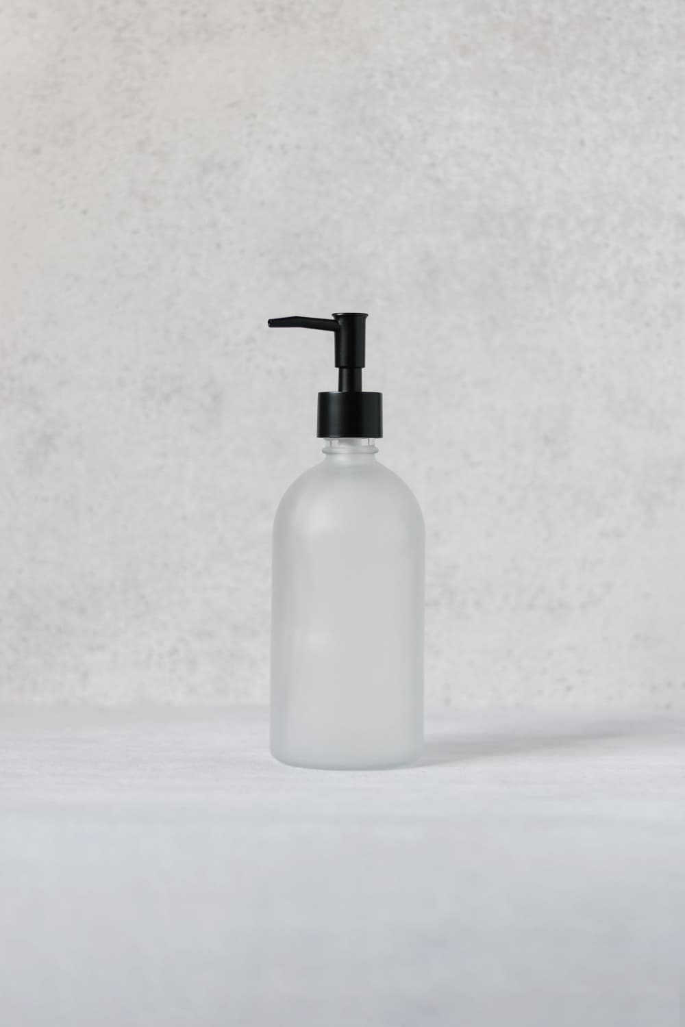 Frosted bottle dispenser with black pump 500ml