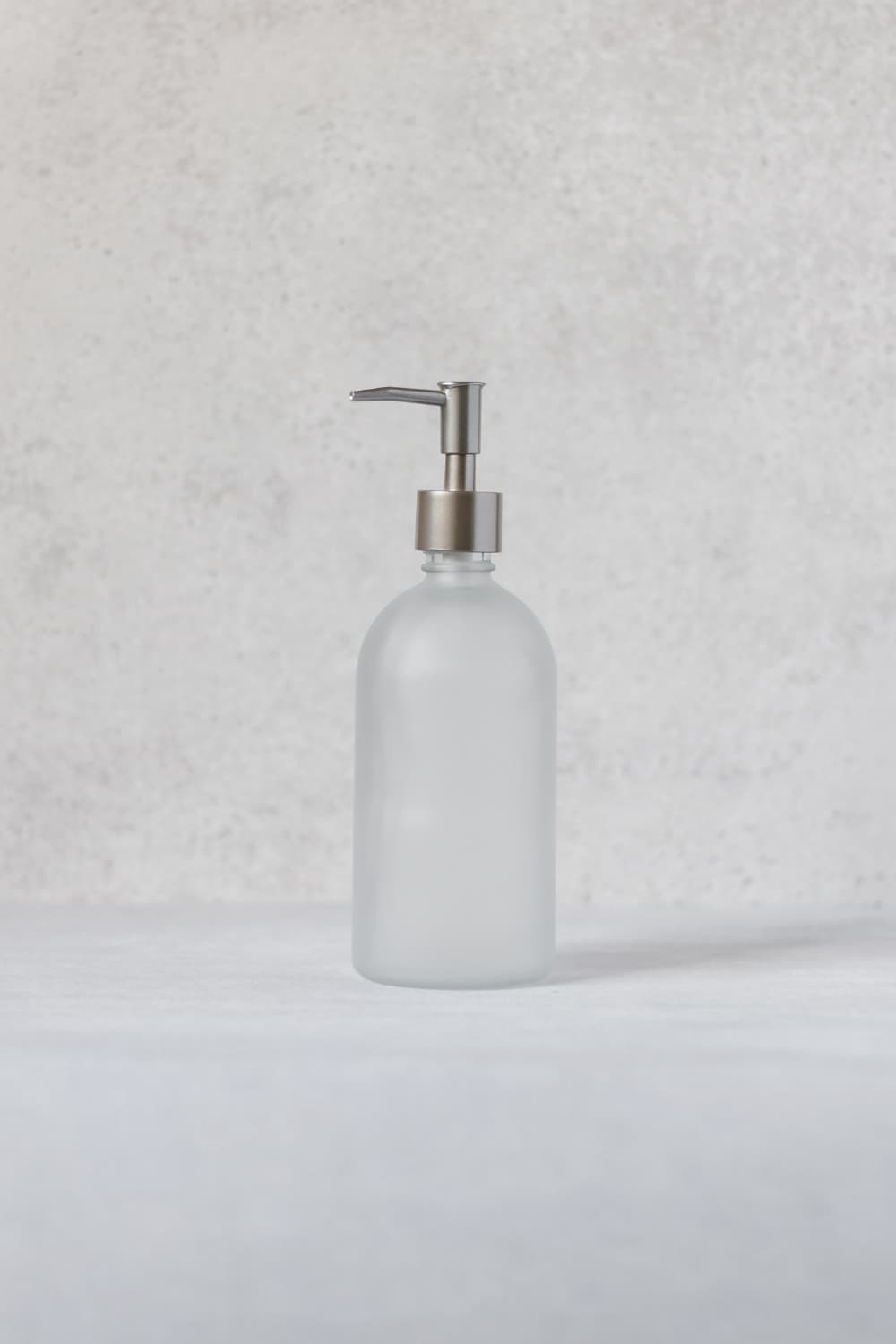 Frosted bottle dispenser with silver pump 500ml