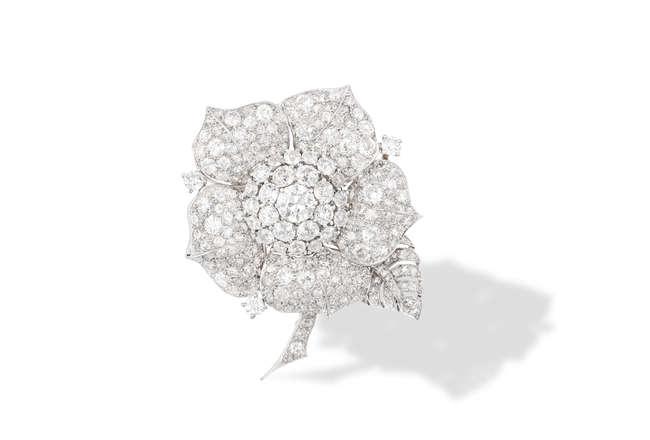 A FINE DIAMOND BROOCH, CIRCA 1950