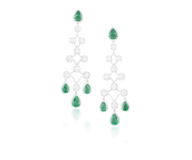 A FINE PAIR OF EMERALD AND DIAMOND PENDENT EARRINGS