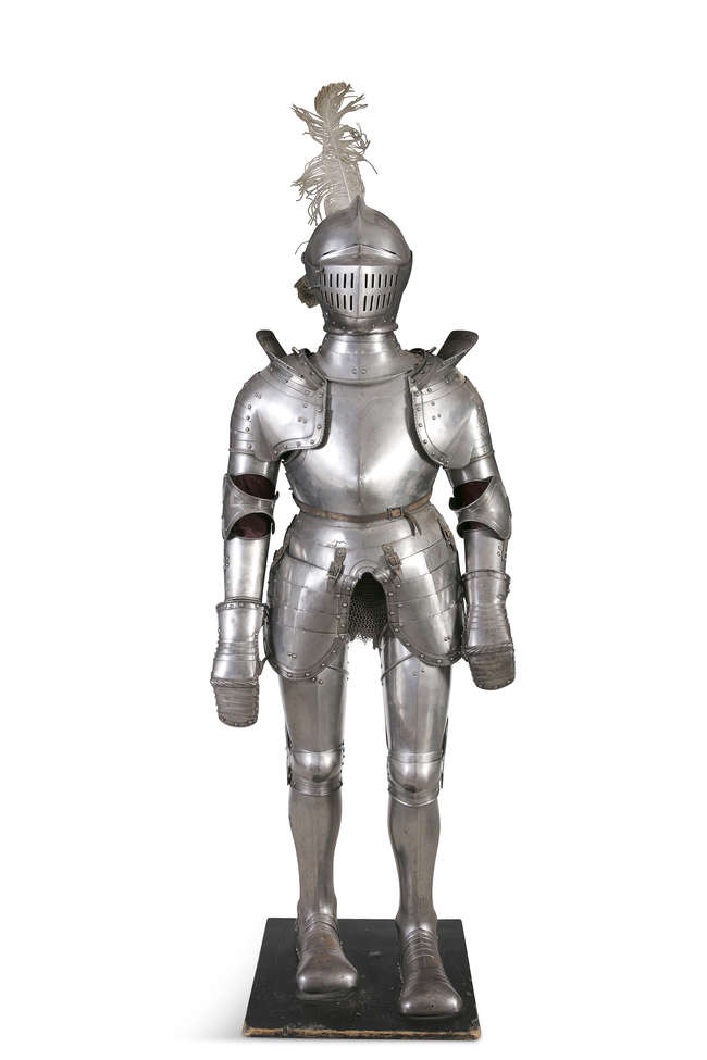A 15TH/16TH CENTURY GOTHIC STEEL SUIT OF ARMOUR