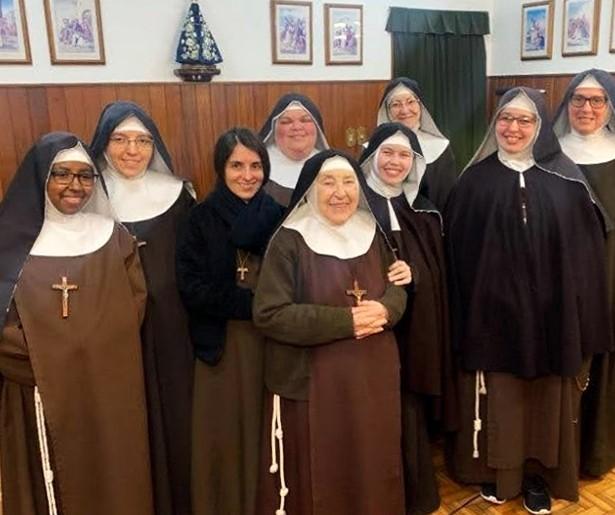 Mosteiro Nossa Senhora do Brasil (no centro a fundadora: Irmã Maria Bernarda vinda de Roma)