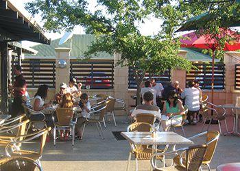 Alfresco area at The Burrendah - Restaurants & Takeaways