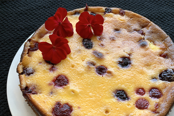 Sour cream custard berry cake