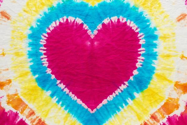 tie die love heart