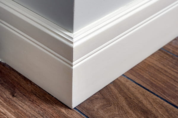 Corner wall with skirting boards