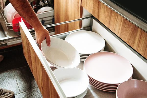 Deep drawer kitchen storage - everything neat and easy to reach!