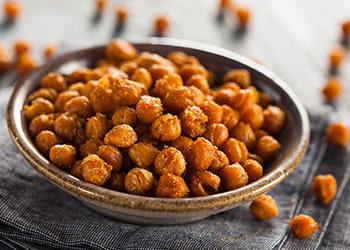 A bowl of crispy roasted chickpeas