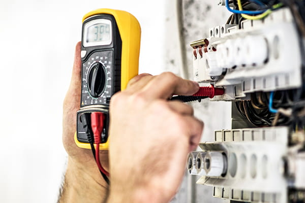 4 signs that your home may have faulty electrical wiring