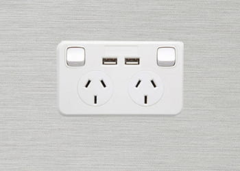 Double power outlet with built-in USB charger