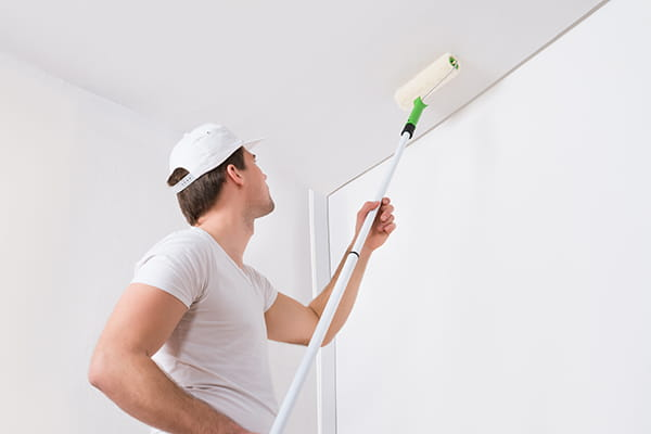 4 good reasons to hire a professional to paint your ceilings