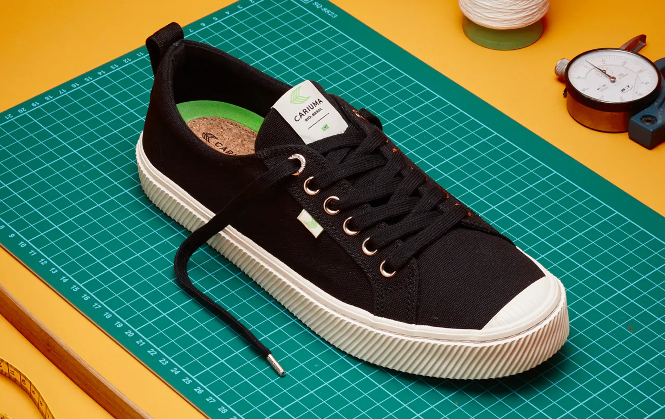 cariuma shoe image