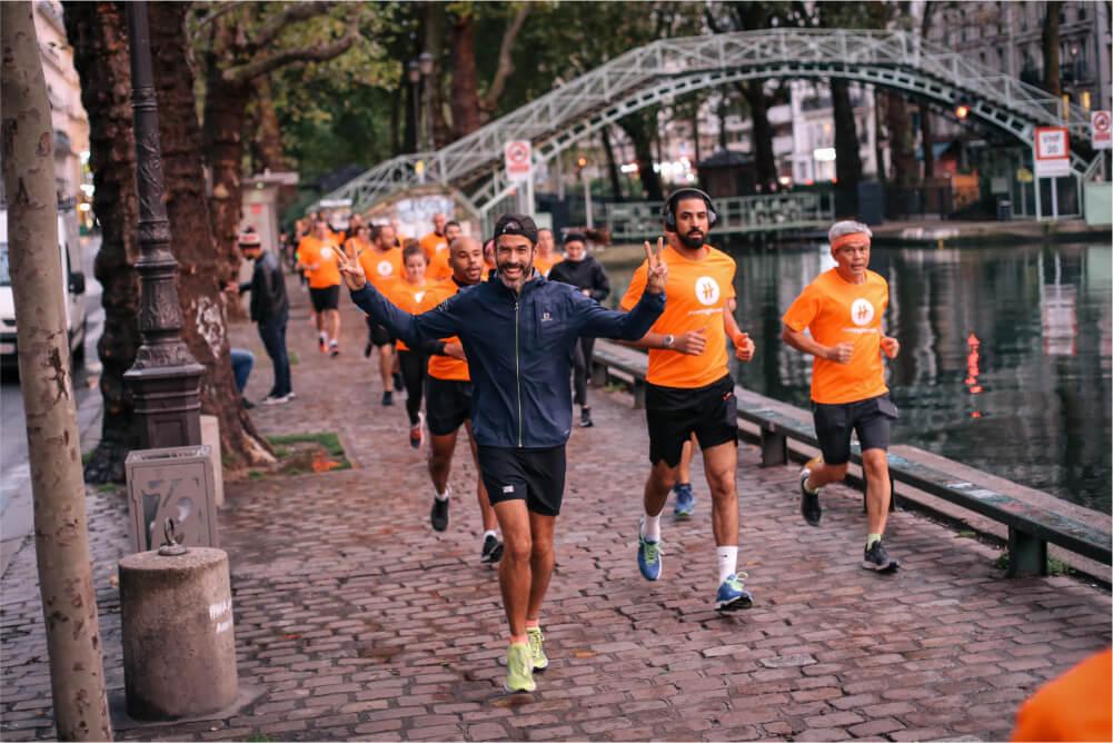 run running heroes club at canal saint martin in Parsi
