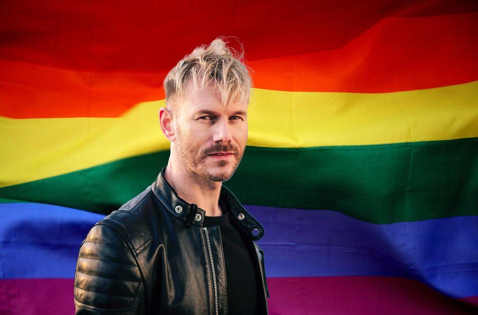 Pridecruise, konsert med Tom Hugo og havets delikatesser