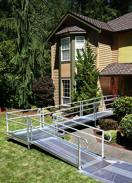 PATHWAY 3G modular ramp leading up to the entrance of a house