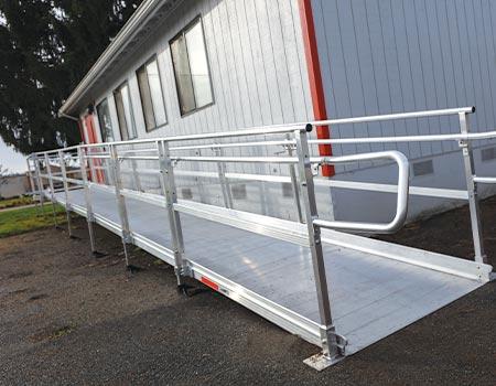"portable classroom with TITANâ""¢ straight ramp run"