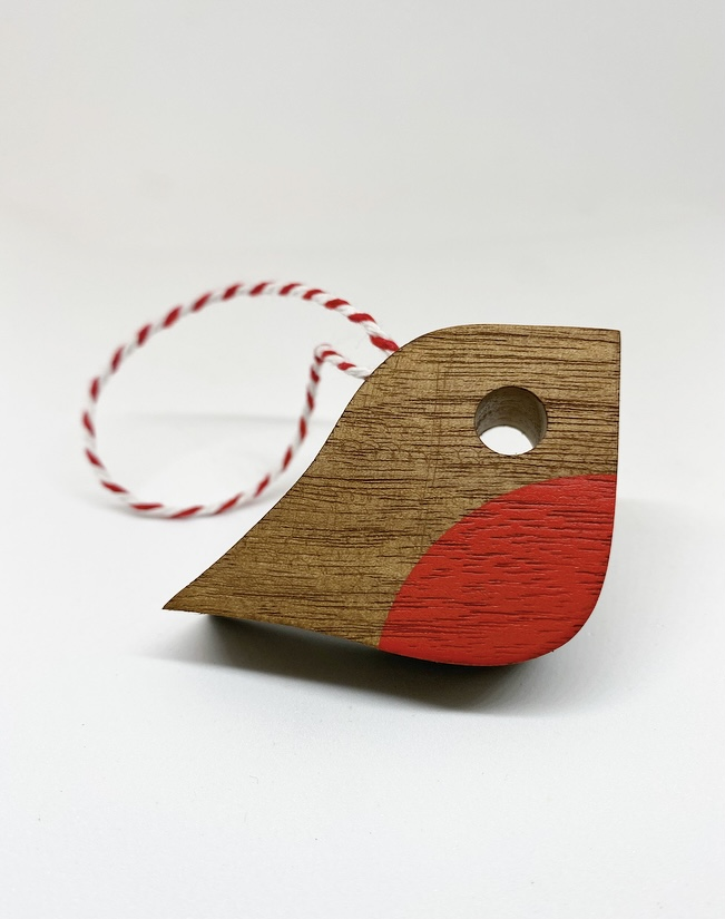 Wooden robin with twine loop