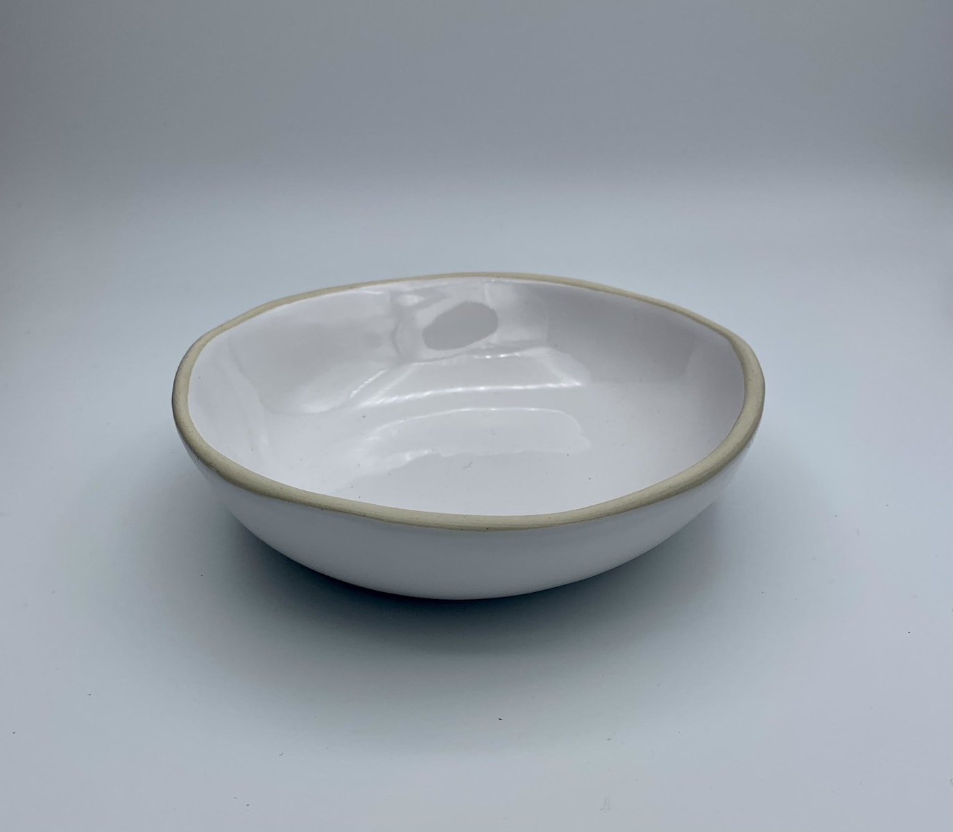 white cermamic bowl