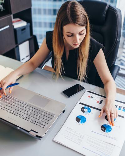 Woman staffing  working analysis