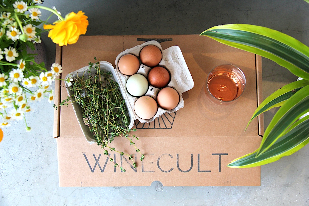 WINECULT box with eggs, flowers, plants and Thyme