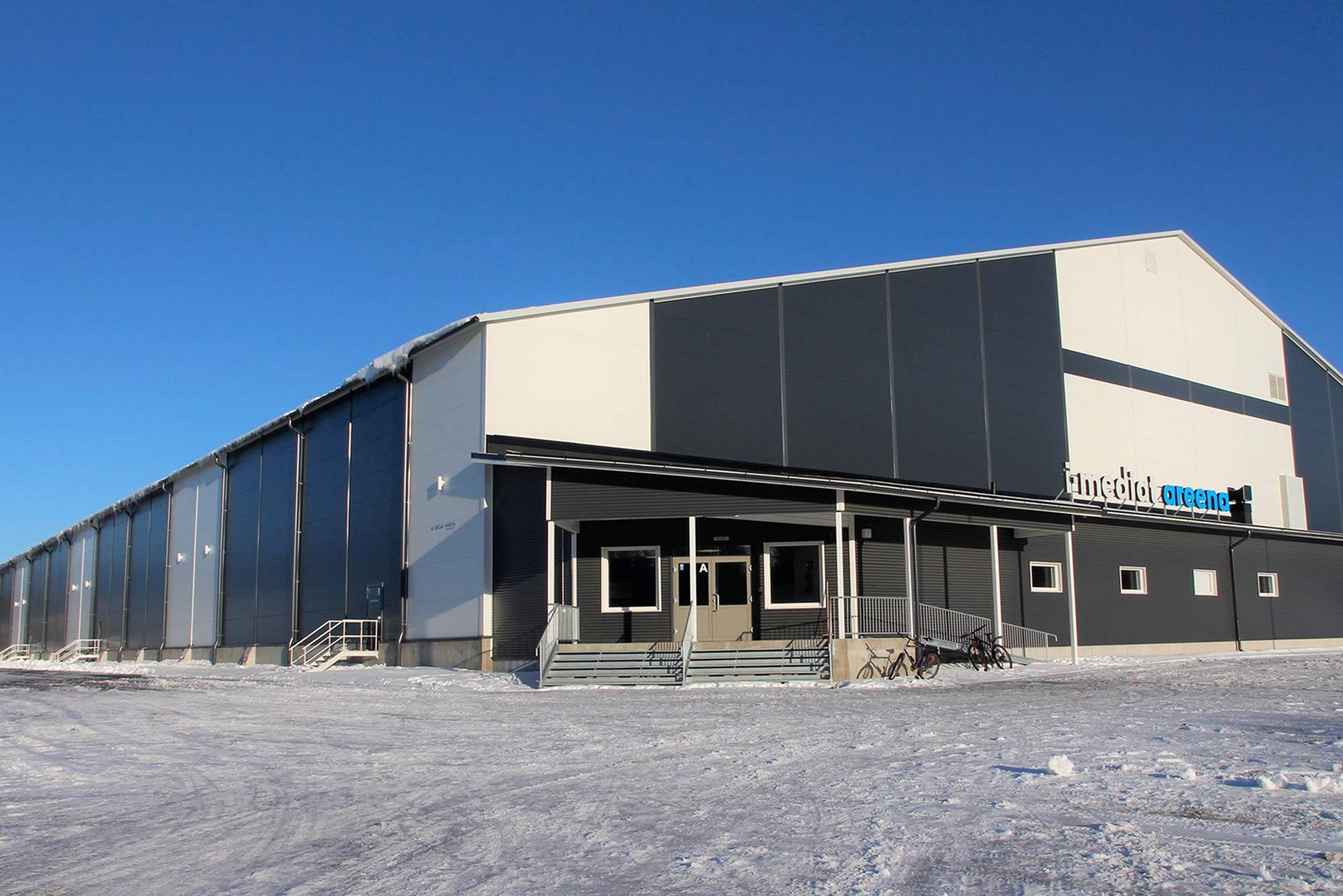 Suomen suurin palloiluhalli I-Mediat -areena Kuortaneen Urheiluopistolla. Trutec Oy:n rakennusprojektiin sisältyi rakennesuunnittelu, teräsrakenteiden ja kuorien toimitus sekä asennus.