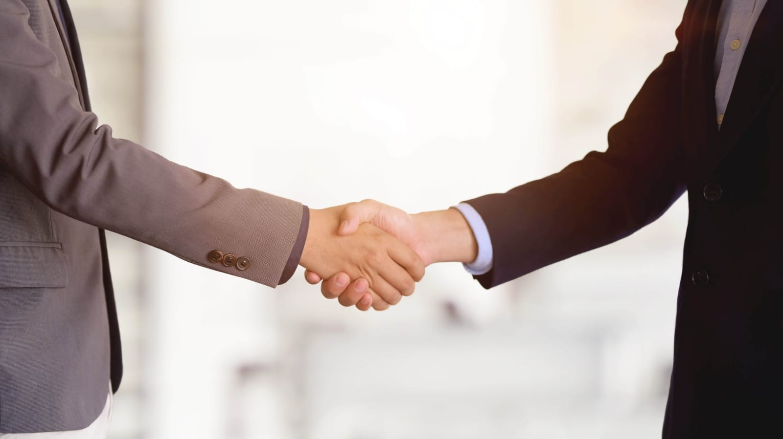 hand shake closing sales
