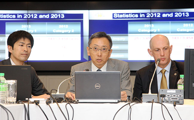 Kim Kelly, Chief Stipendiary Steward of the Hong Kong Jockey Club (right), chairs the International Stewards' Conference today. Yoshihiro Nakamura, Chief Steward of the Japan Racing Association (centre), also presents a report in the session.