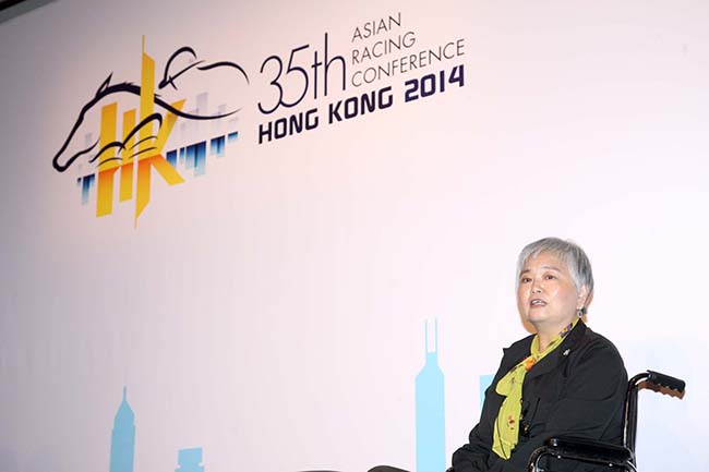 Mrs Mimi Cunningham, Director of Human Resources and Sustainability of the Hong Kong Jockey Club, speaks in the session.