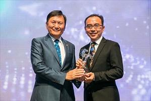 Singapore Turf Club Chairman Mr Lim Joo Boon (left) presents the 2018 Singapore Horse Of The Year trophy to Elite Invincible's owner Mr Aloysius Chew of Elite Performance Stable, picture Singapore Turf Club