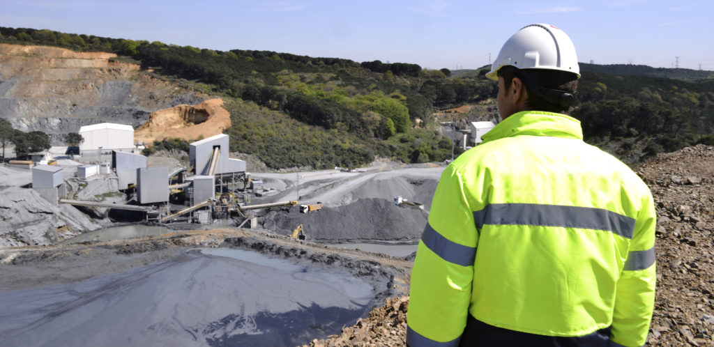 Image of mining engineer overlooking pit