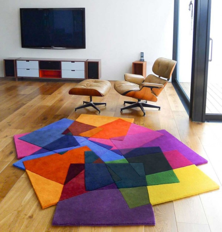 minimalist-living-room-with-many-rugs