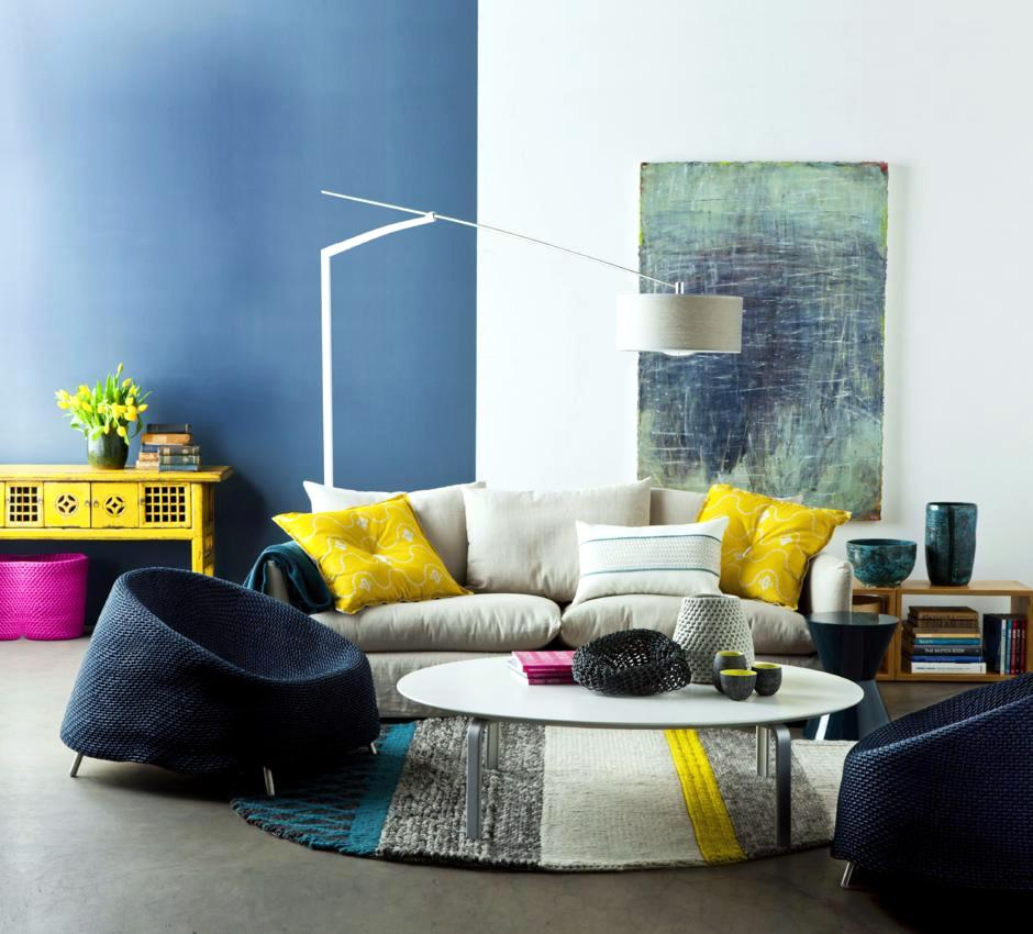 minimalist-living-room-with-Color-coding