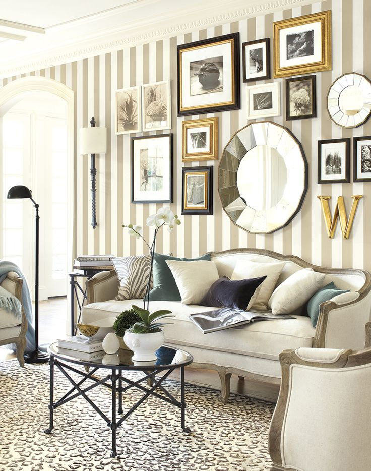 minimalist-living-room-stripes-and-tall-pieces-of-furniture
