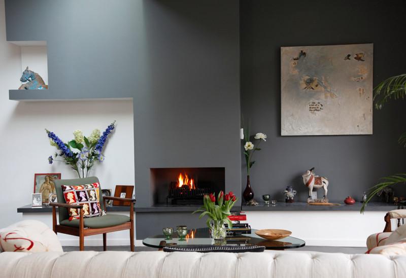 minimalist-living-room-interesting-color-accents
