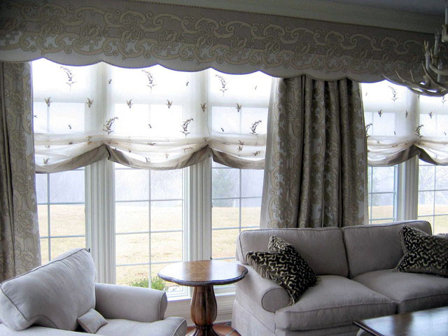 traditional-living-room-window-treatments
