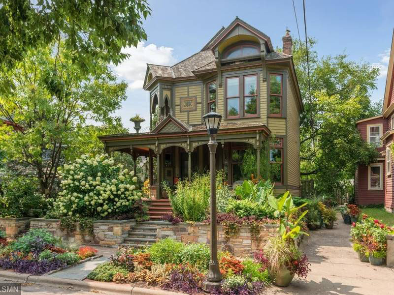 victorian-backyard-ideas
