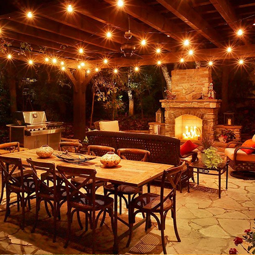 With a little planning and some creativity, you can have yourself a small patio that will stand out in your yard and will be a fabulous addition to your home. A small patio is an excellent idea if your yard is small or if you just want to have enough room left for a garden while still having a place to sit. Either way, you want a place where you can relax during the day or in the evening.