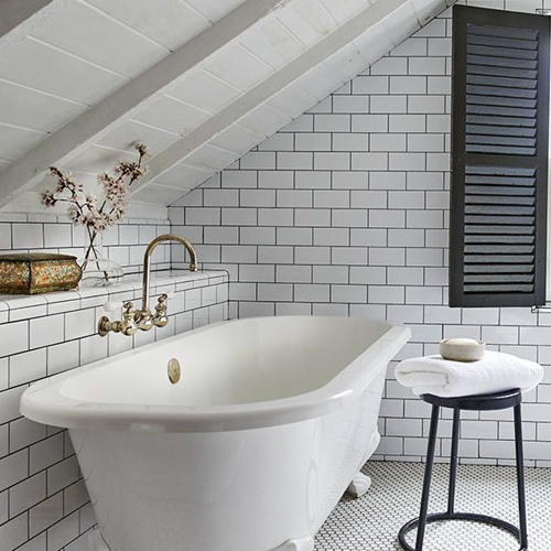 If you are considering updating your bathroom, we're going to share with you some fantastic bathroom tile ideas to fuel your imagination. Tiling is without a doubt the most used and popular material in bathrooms, particularly due to their incredible durability and easy cleaning.