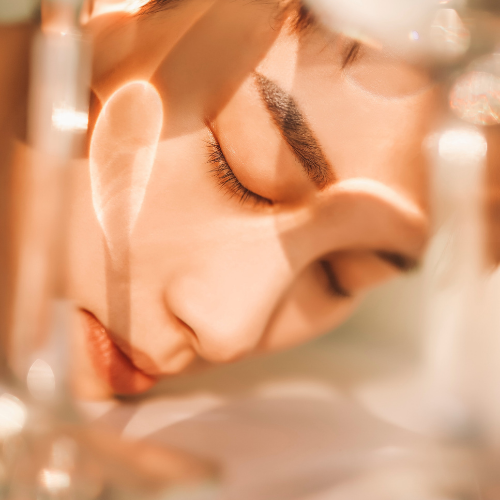 A better way of maintaining healthy, glowing skin is by ensuring adequate protection from the sun. Exposure to UV rays for an extended period is a risk factor for skin aging.
