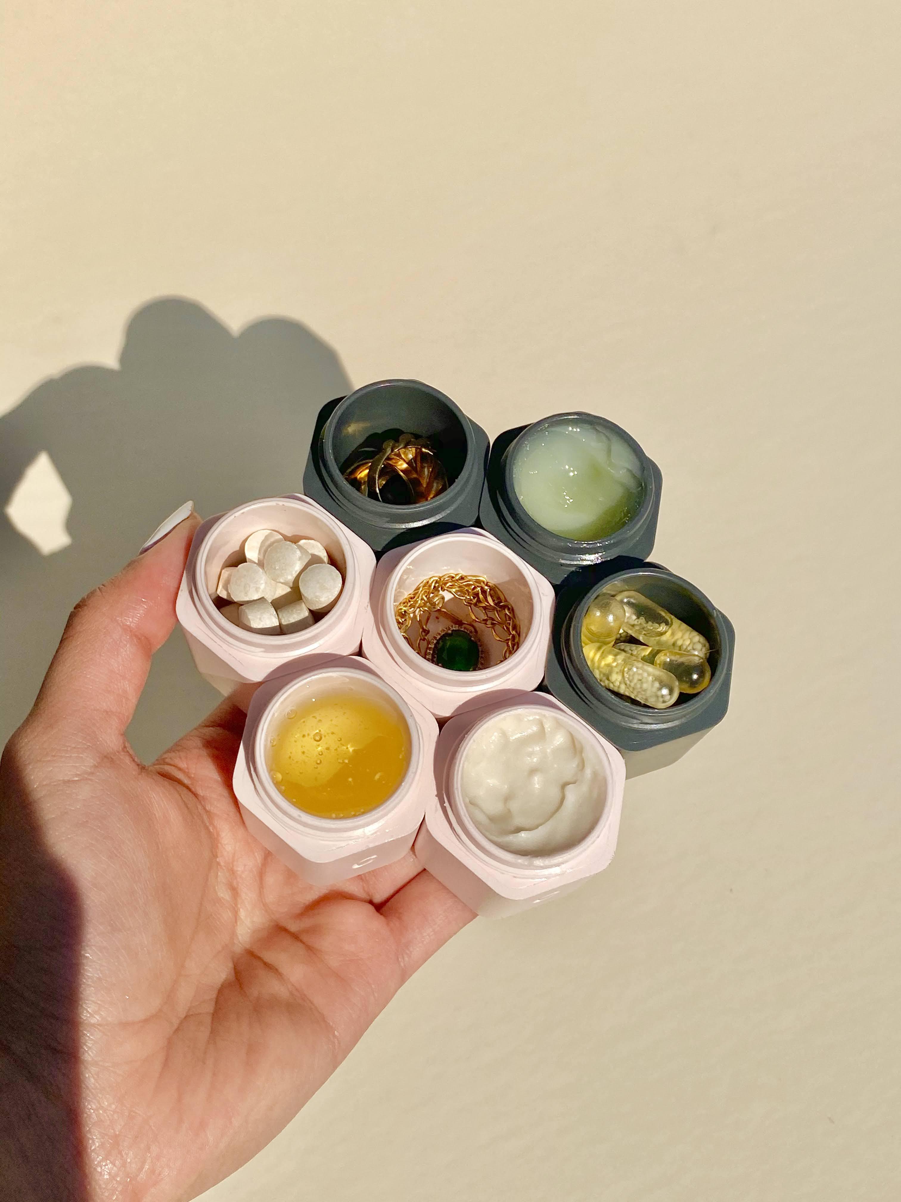 the capsules (7x)