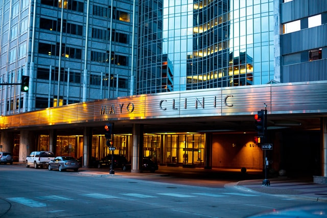 Image of the Mayo Clinic's front healthcare office.
