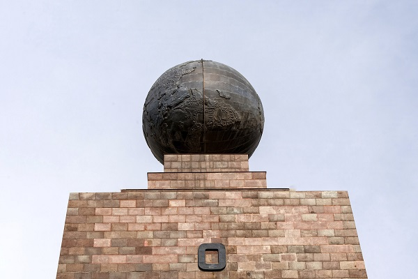 Middle Of the earth Monument