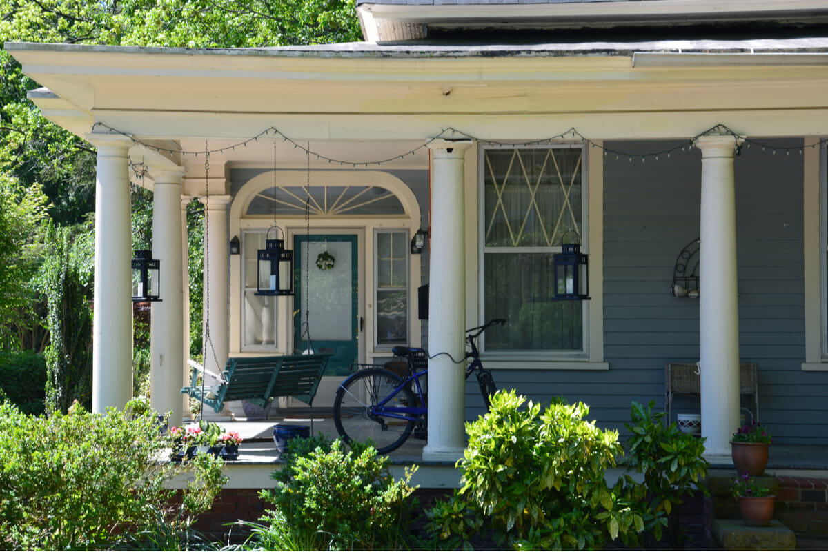 Photo of century-old homes in Boylan Heights neighborhood in Raleigh, NC