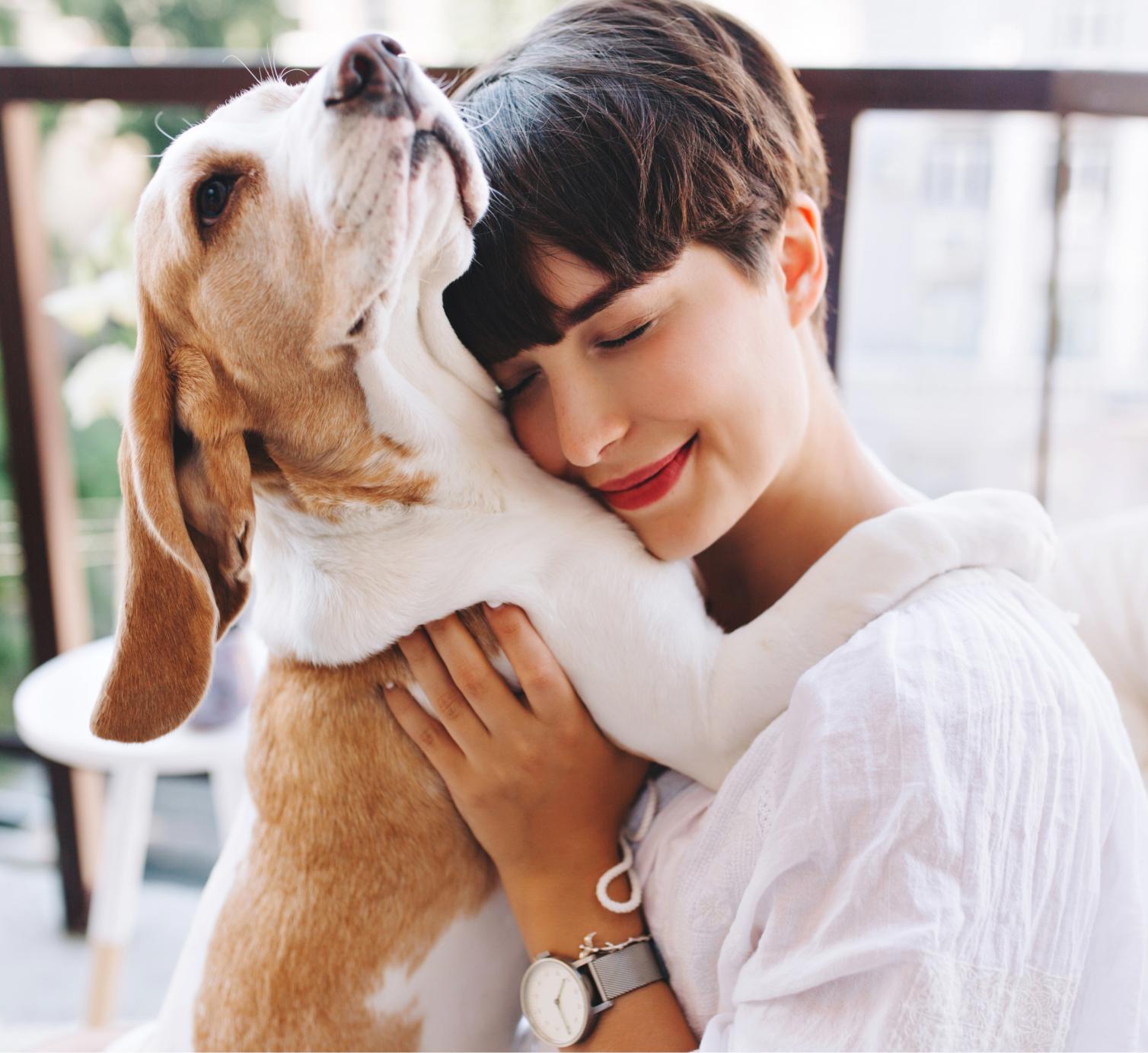 Moça e cachorro