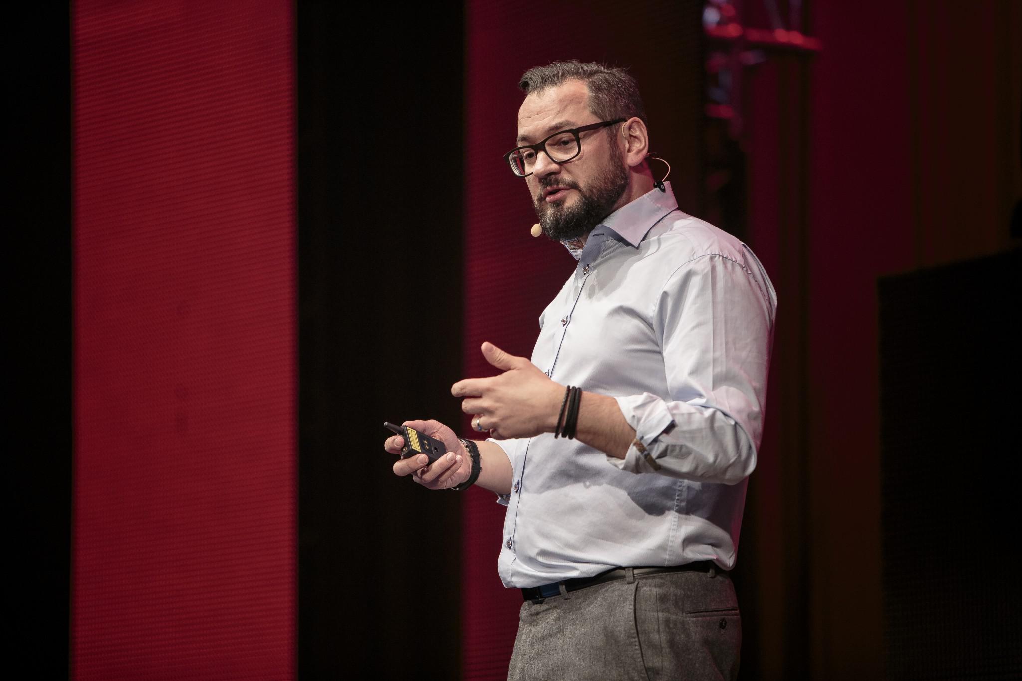 Dr. Marc Sniukas