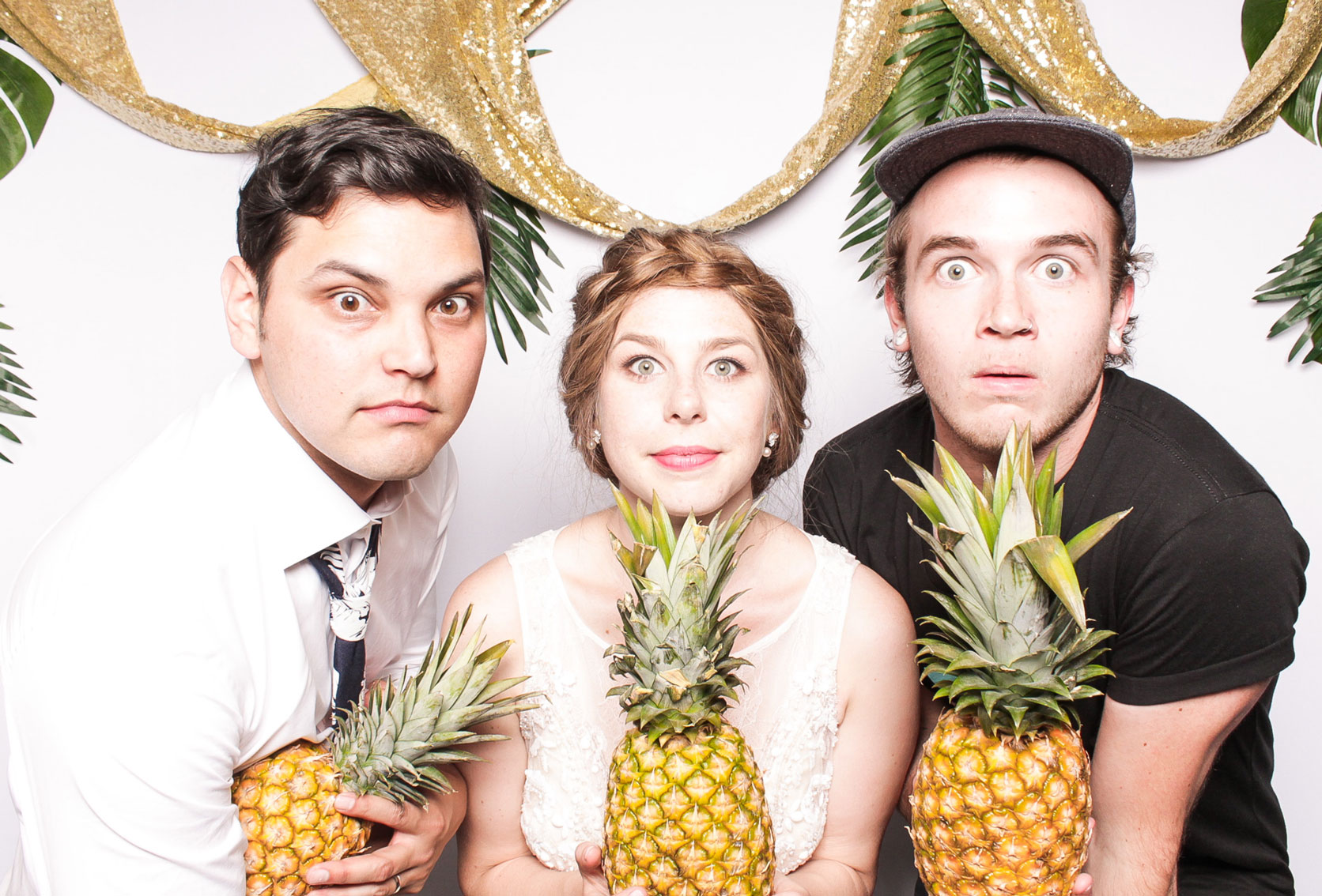 Wedding pineapple wedding photo experience