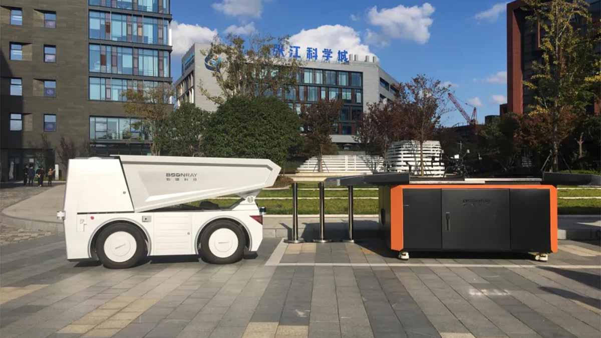 Boonray Technology showcased its multifunctional unmanned ground vehicle and drone in CCTV News live broadcast