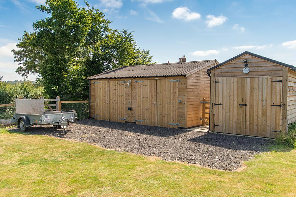 Timber garages for 4x4's and SUV's