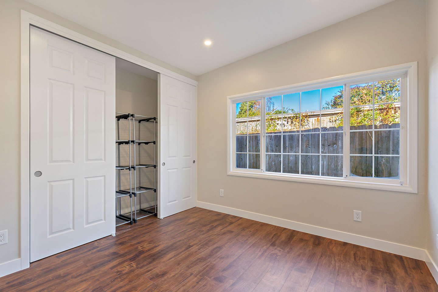 LVL floors with sliding doors for the closet
